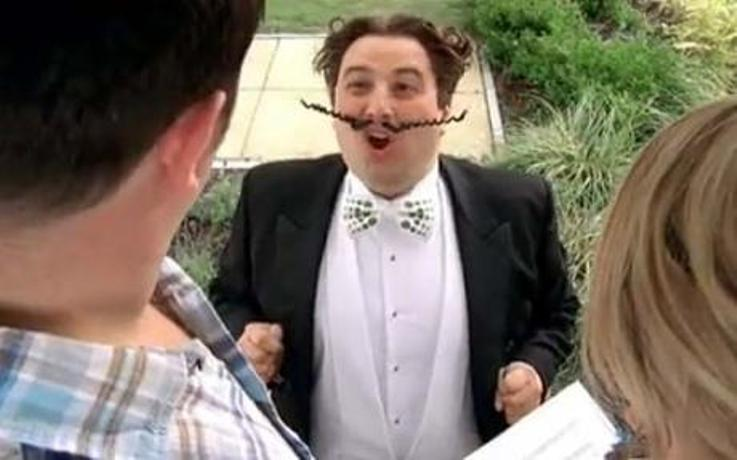 'Go Compare' opera singer coming to bus stop in Perivale