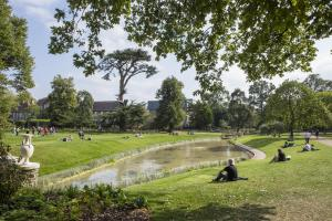 Leafy Ealing gets gold for its green spaces from London in Bloom